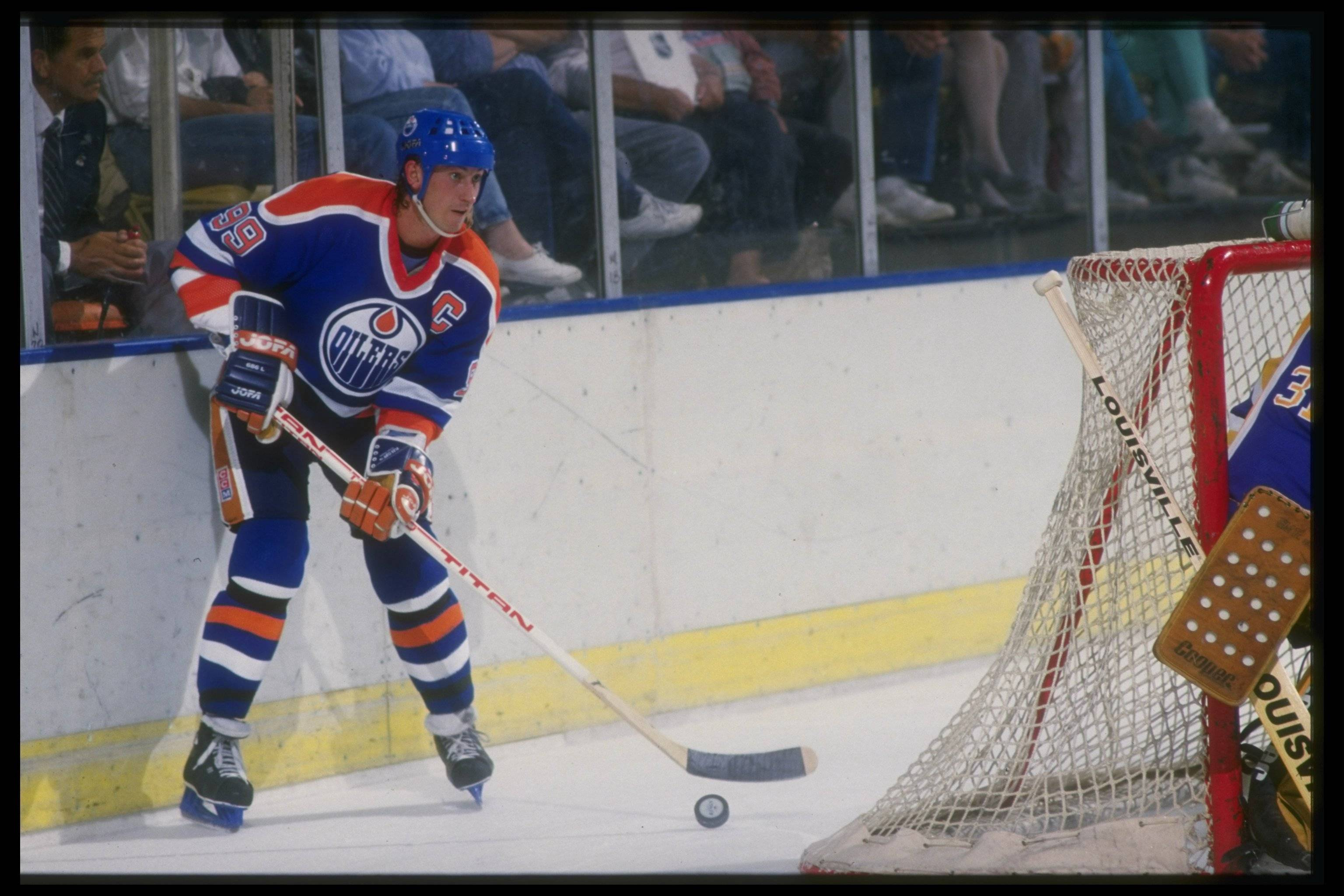wayne gretzky trade Twenty-five years ago, on aug 9, 1988, the oilers and kings completed the  nhl's trade of the century: 27-year-old wayne gretzky -- already.
