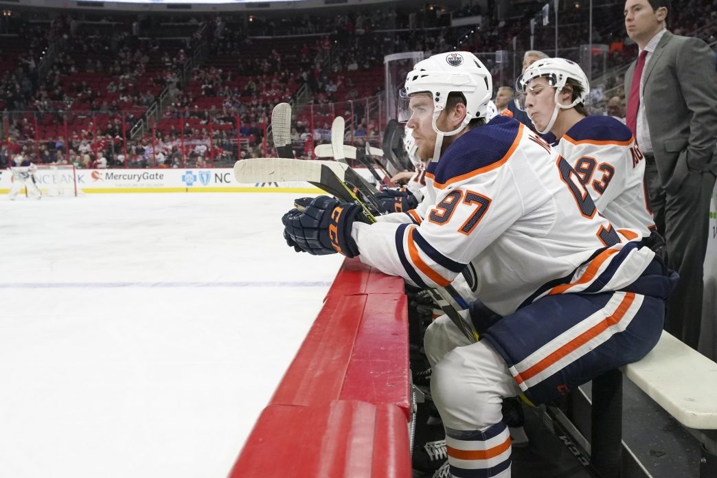 Connor-mcdavid-edmonton-oilers-sitting-on-bench-with-ryan-nugent-hopkins-e1525995116443