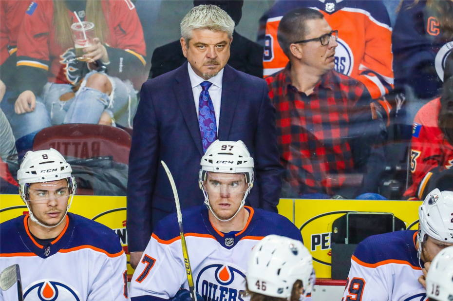 Edmonton-oilers-coach-todd-mclellan-on-the-bench-behind-ty-rattie-connor-mcdavid-and-leon-draisaitl